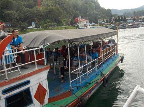 ferry danau toba dalam kapal menuju pulau samosir picture of lake toba
