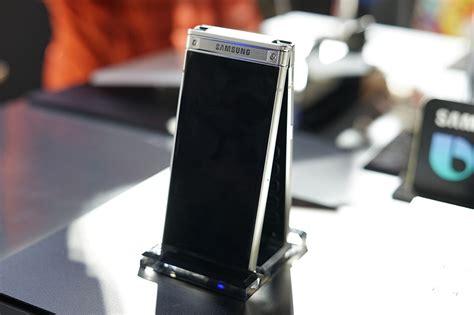 Samsung W2018 Samsung W2018 Flip Phone Has Dual Displays And An F 1 5
