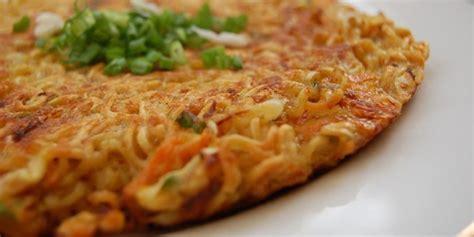 cara membuat omelet dengan mie instan resep omelet mie samyang pedas vemale com