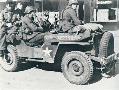 ww2 german jeep three german grenadiers of the 9th s s panzer division