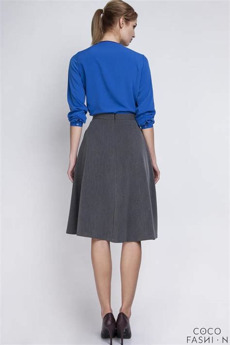 grey retro style midi lenght skirt with fold
