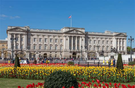buckingham palace file buckingham palace from gardens london uk diliff