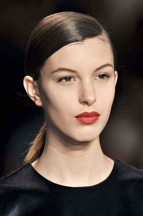 marc jacobs runway models shag hairstyles 5 sleek runway hairstyles to wear to your holiday