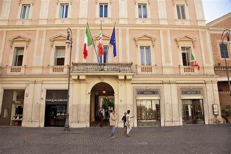 sede la repubblica roma foto roma la nuova sede di forza italia bandiere in