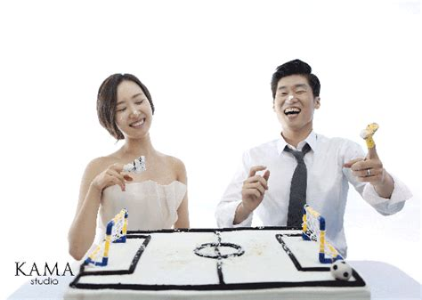 Km Ro Kemeja Wanita Twiscont Putih Dan Abu Abu 4 romantisnya foto pre wedding pesepak bola park ji sung merdeka