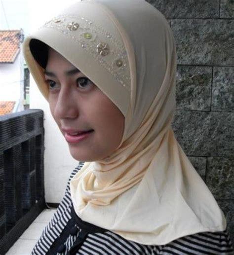 Apa Perbedaan Dan Jilbab ini perbedaan jilbab khimar dan kerudung