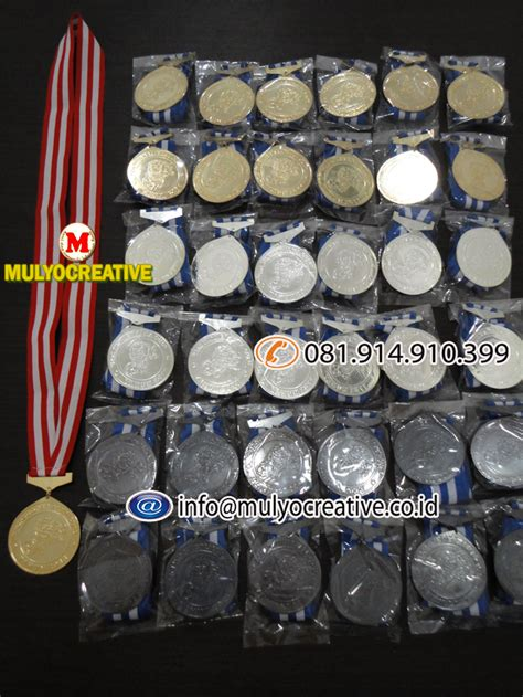 Medali Stainles mendali medali wisuda pelantikan kelulusan pesan bikin buat lycal resin lencana