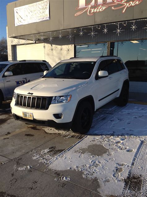 white jeep black rims white jeep grand with black rims and grill jeep