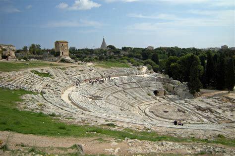 bagni ebraici siracusa area archeologica a siracusa teatro greco typical sicily