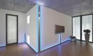 kabelkanal für schreibtische wohnzimmer und kamin trockenbau ideen wohnzimmer
