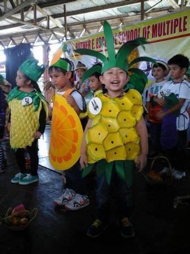 pineapple costume  paper plates pineapple costume