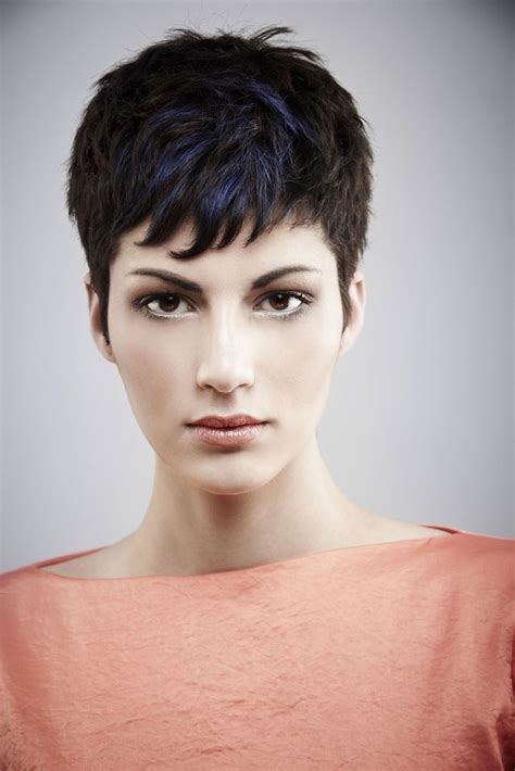pixie hair for strong faces dark pixie cut with highlights dark brown hairs