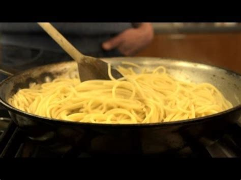 Kitchen Hacks Pasta Cook Pasta With Cold Water And A Frying Pan For A