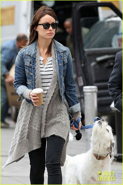 olivia wilde coffee run with paco 04 view image olivia wilde new york stroll with paco photo 2737499