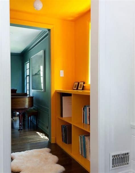 Peindre Mur Et Plafond 4351 by Un Plafond Et Des Murs Bouton D Or Pour Un Couloir Ultra