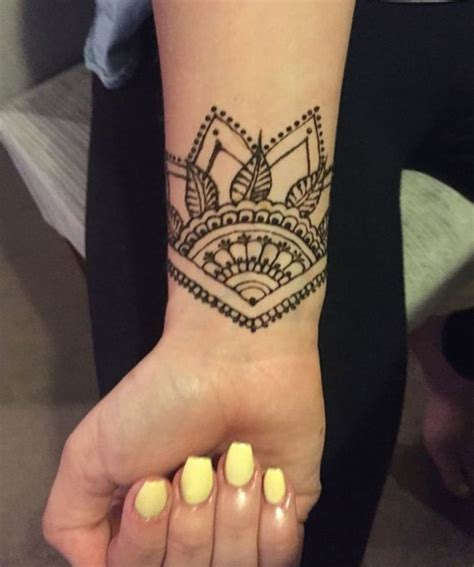 new beautiful mehendi mandala tattoo on wrist for girls