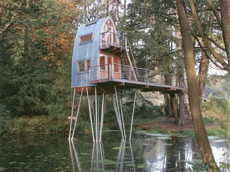 cool tree houses 6 cool tree houses you ll want in your backyard reader s digest