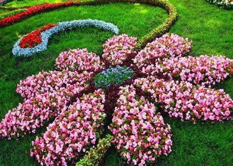 Flower Garden Layouts 27 Best Flower Bed Ideas Decorations And Designs For 2018