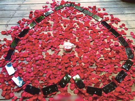 Garpu Buah Bentuk Hati T011160 lelaki dambaan wanita susun 25 buah iphone x berbentuk hati bersama bunga ros untuk lamar kekasih