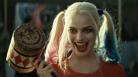 did margot robbie tattoo her suicide squad director on new suicide squad trailer takes more shots at superman