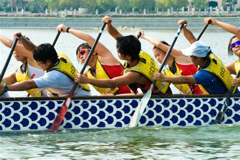 dragon boat paddle technique tips on paddling technique in traditional boat race activesg