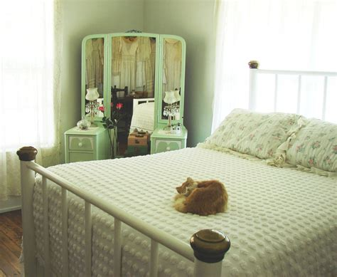 country farm home  country bedroom  style