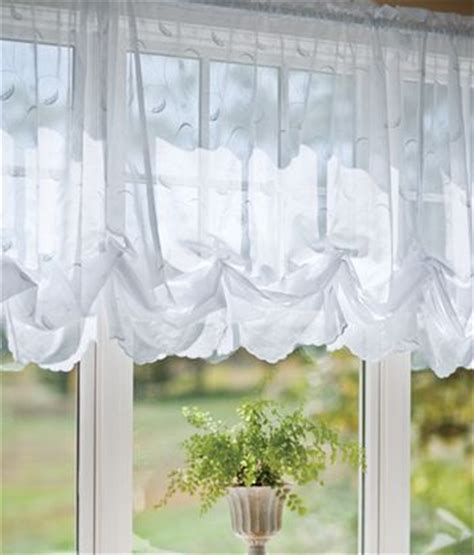 how to make a balloon shade curtain 25 best ideas about balloon curtains on pinterest