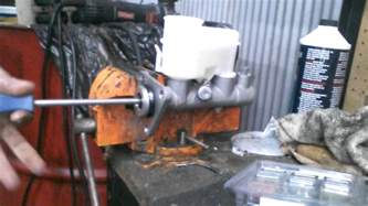 how to bench bleed a master cylinder how to bench bleed a master cylinder youtube