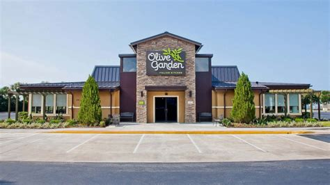 Olive Garden Manhattan Kansas by Olive Garden Apologizes To Cop After He Was Refused Service For Gun Abc News