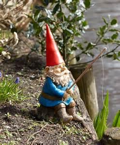 garden gnomes buy rien poortvliet 174 garden gnome with fishing rod bakker com