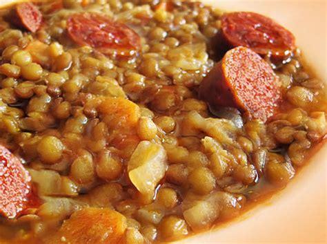 imagenes de judias blancas con chorizo lentejas con chorizo lentils with chorizo gourmetapas