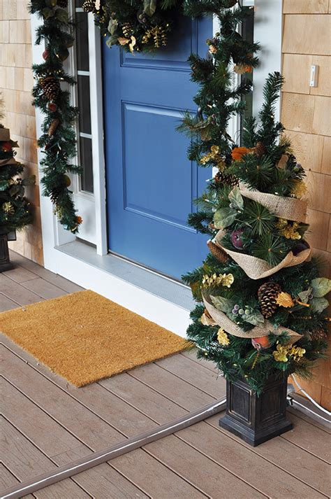 10 superb outdoor christmas decoration ideas superb front door decorations for christmas front door