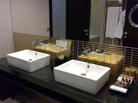 his and hers sinks ok sink idea mirror would be cheap biter hub ideas