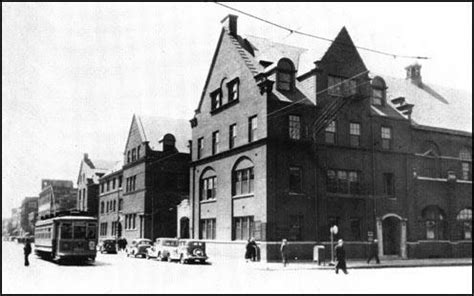 Why Did Found Hull House by Hull House