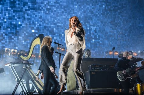blue guide florence 11th 1905131755 florence the machine perform ship to wreck in a pool of water on ellen watch nme