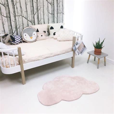 chambre fille pastel tapis nuage pastel pour chambre b 233 b 233 fille par lilipinso