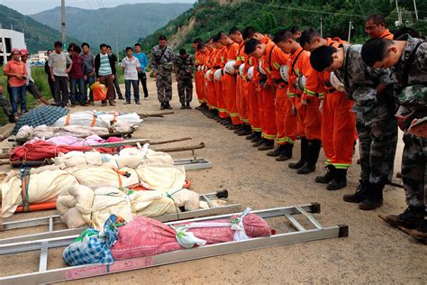 earthquake china china earthquake rescue workers dig survivors out of