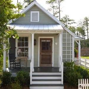 Farmhouse exterior paint color ideas 8 colors to sell your house