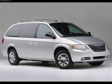 2005 Chrysler Town And Country by Chrysler Town And Country Picture 03 Of 09 Front Angle