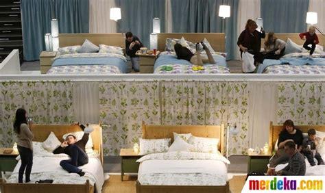 Tempat Tidur Multiplex foto menikmati kenyamanan nonton bioskop di atas tempat