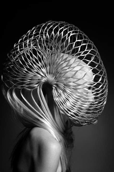 Alien Her Head is shaped like a Slinky. | Looks, Hair