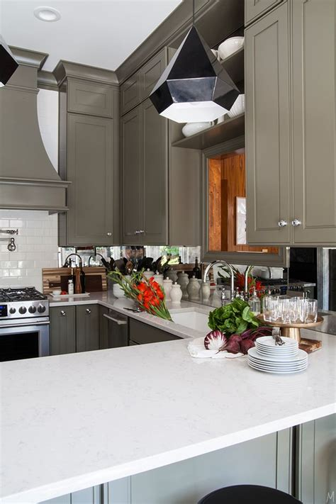 mirrored backsplash in the kitchen the makerista 2500 best bloggers best color inspiration images on pinterest