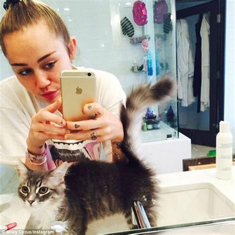 miley cyrus line in the bathroom taylor swift and miley cyrus reveal interiors taste on