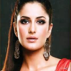 download beautiful face of bollywood actress wallpaper
