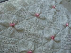 couverture bebe tricot blanche berceau