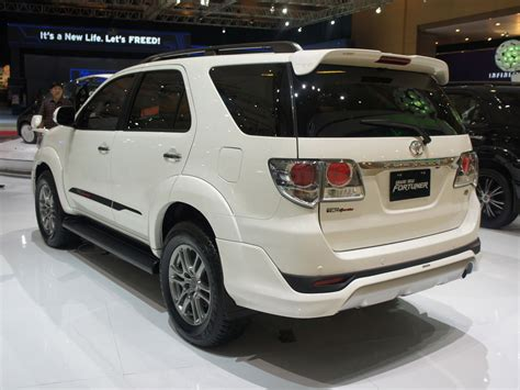top toyota cars best toyota fortuner wallpapers part 6 best cars hd