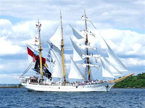 miniatur kapal kerajinan tangan kapal titanic kerajinan kayu