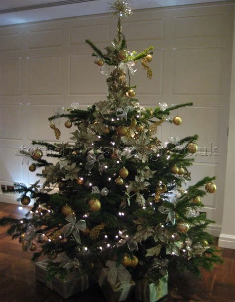 buy real christmas trees for delivery in london the decorated christmas trees london delivery real christmas
