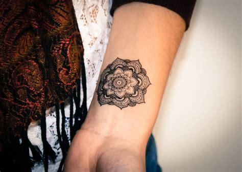tattoo mandala petit tatouage temporaire mandala disponible sur http boutique
