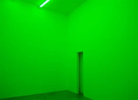 neon and green fluorescent lights bruce nauman exhibition